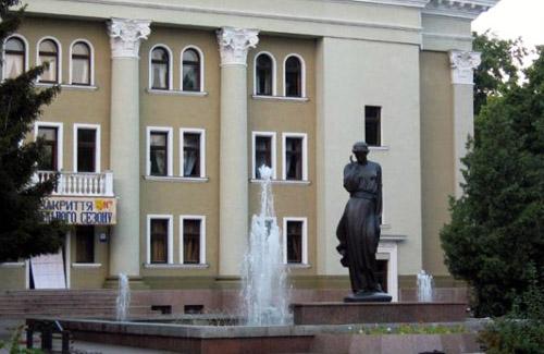 Пам'ятний знак українській пісні в образі Марусі Чурай