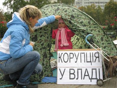 В палатках находятся дети обманутых инвесторов