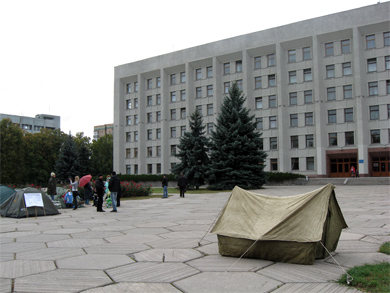 Палатки голодующих пикетчиков