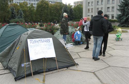 Палатки голодающих пикетчиков
