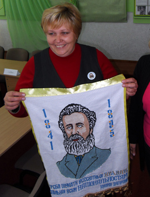 Зробила красиве шитво полтавка Зоя Коваленко