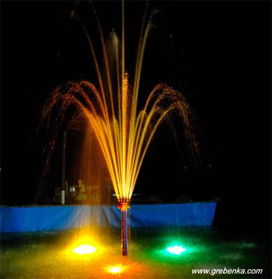 У Гребінці відкрили фонтан з кольоровою підсвіткою