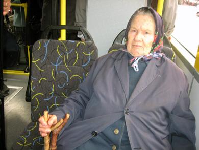 Бабушка в троллейбусе