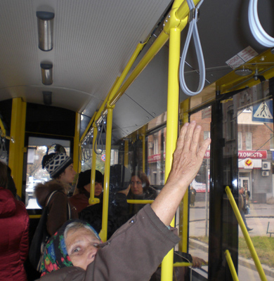 Варваре Ильиничне в новом троллейбусе не очень понравилось