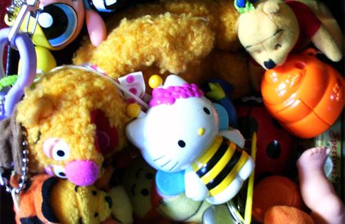Трьох з іграшкою #10