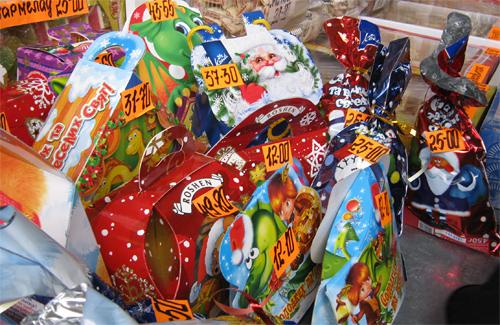 Медведчук передав дітям Закарпаття три тисячі солодких подарунків