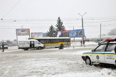 ДТП у Полтаві: «ГАЗель» врізалася в «кільцевий» автобус