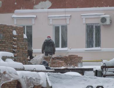 Строительство офисного центра на Котляревского, 22б во время снегопада