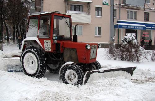 Прибирання снігу у Полтаві