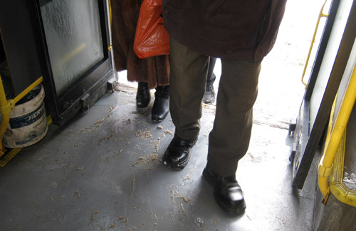 Полтавці падають у міському громадському транспорті