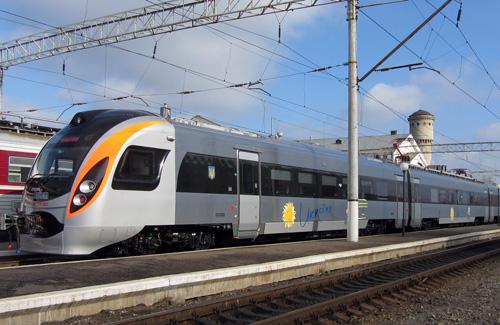 Поезд «Hyundai Rotem» на Южном вокзале в Полтаве
