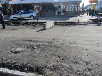 Стихійна торгівля на Новому Базарі загальмувала ремонт автодороги