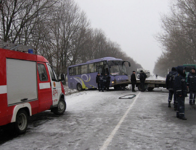 Сегодня утром вблизи села Судеевка произошло столкновение двух авто и автобуса