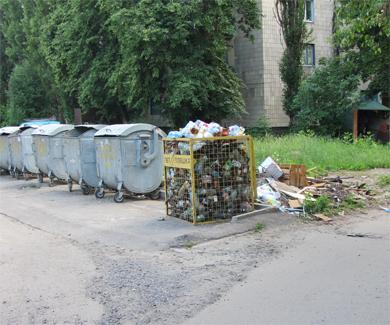 В Полтаве переполнены контейнеры с использованными ПЭТ-бутылками