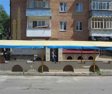 Реконструкция кафе «Шахерезада» вызвала вопросы у жителей жилого дома