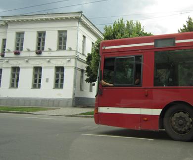 В Полтаве водитель управляет автобусом без одной ноги