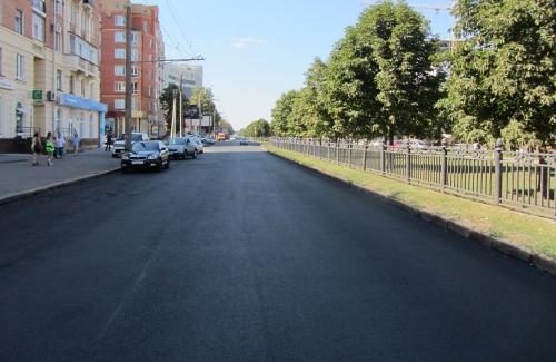 Вулиця Жовтнева з новим асфальтом