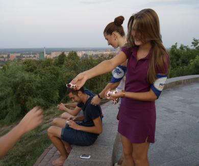 У Полтаві вдруге відбулася акція «Міняємо цигарку на цукерку»