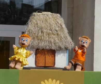 Біля обласного театру ляльок провели святкове дійство
