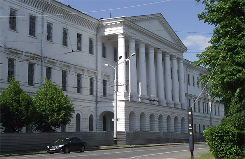 Будівля колишнього Кадетського корпусу в Полтаві