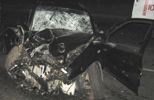 Автомобіль Geely CK після зіткнення з електроопорою