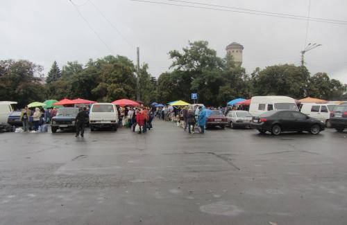 Стихийный рынок возле Южного вокзала