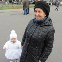Валентина з онукою Мирославою