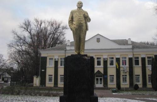 Обновленный памятник Ленину