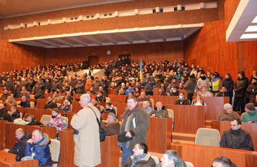 Протестуючі полтавці зайняли сесійну залу захопленої обласної ради