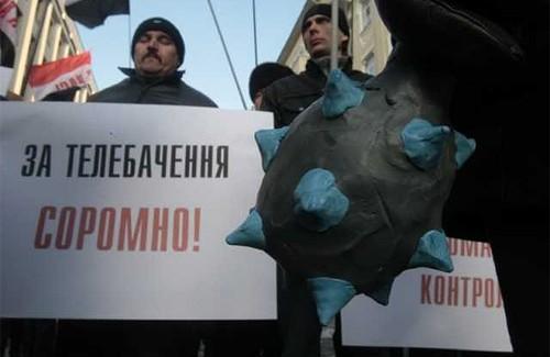 Сторонники Пабата принесли Ющенко пластилиновую булаву