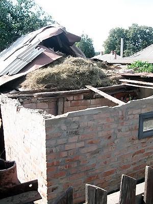 Игрок «Ворсклы» «приземлил» свой мерседес на крыше дома