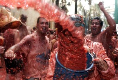 Томатный фестиваль в Испании