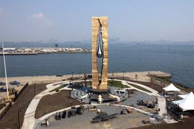 Монумент «Слеза скорби» работы Зураба Церетели
