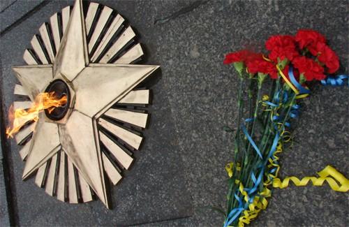 Вічний вогонь біля Меморіалу Солдатської Слави