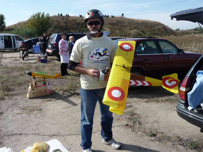 Переможець у класі WW I Ігор Берекет з моделлю літака «АА» (Данія)