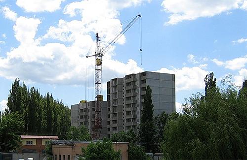 Фінансова криза призупинила програми сприяння молодіжному житловому будівництву