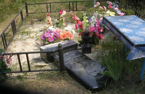 Приймак сплюндрував могилу