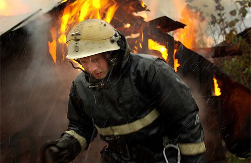 В Кременчуге горел жилой дом и гараж