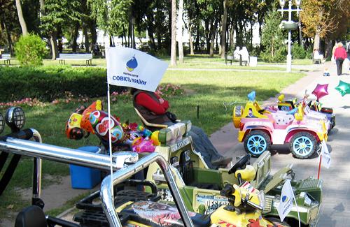 Агитация в Полтаве перешла на детские автомобили
