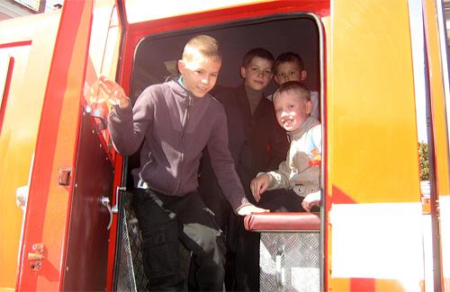 Усім бажаючим сьогодні можна було посидіти за кермом пожежного автомобіля