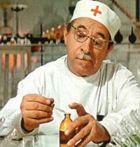 Фармацевт. Кадр из фильма «Приключения жёлтого чемоданчика»