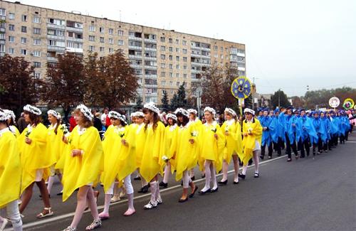 Святковий парад в Лубнах