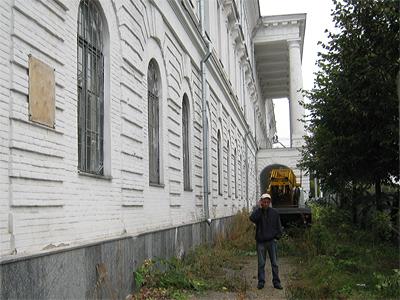 В Полтаве гримируют «труп» Кадетского корпуса