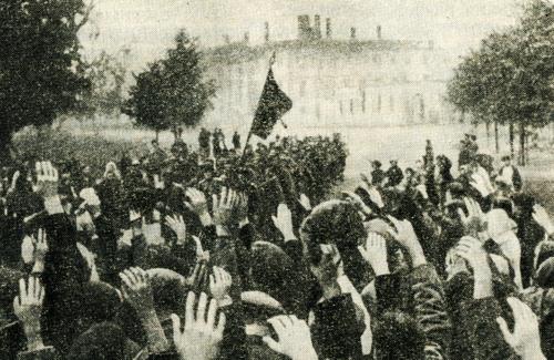 Жители Полтавы встречают воинов-осовободителей