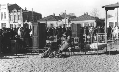 Полтавці ярмаркують за часів німецької окупації