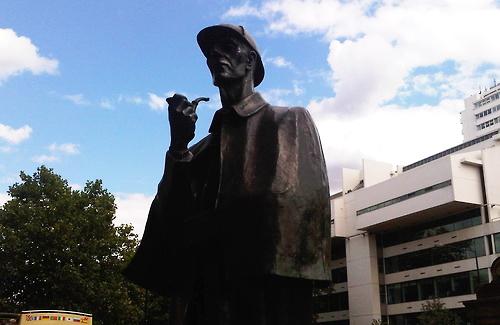 Памятник Шерлоку Холмсу в Лондоне на Бейкер-стрит