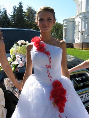 Катя надела свадебное платье впервые