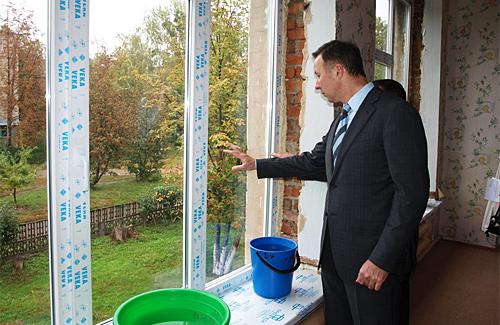 У Полтаві замість ремонту міськвиконкому замінили вікна дитсадків