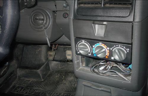 Невідомий пограбував 6 автомобілів в різних районах Гадяча
