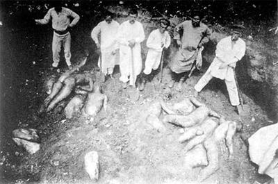 Раскопки братской могилы с жертвами красного террора